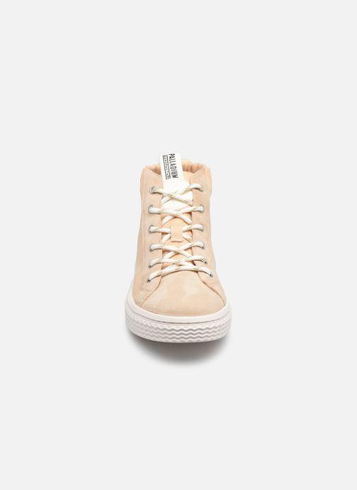 Sneakers Palladium TEMPO 05 KRT Beige modello indossato