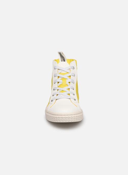 Sneakers Palladium TEMPO 05 NYL Giallo modello indossato