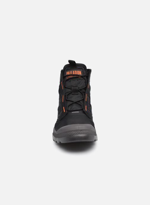 Sneakers Palladium PAMPA TRAVEL LITE M Nero modello indossato