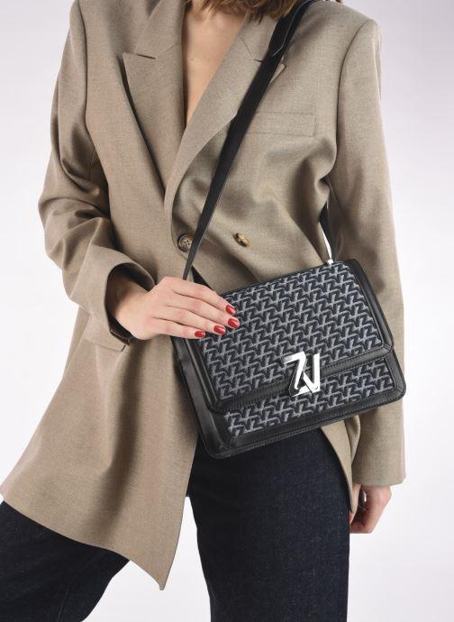 Handtaschen Zadig & Voltaire ZV Initiale Canvas schwarz ansicht von unten / tasche getragen