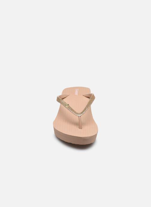 Infradito Isotoner Tong imprimée Beige modello indossato