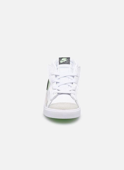 Sneakers Nike Blazer Mid '77 Se (Td) Bianco modello indossato