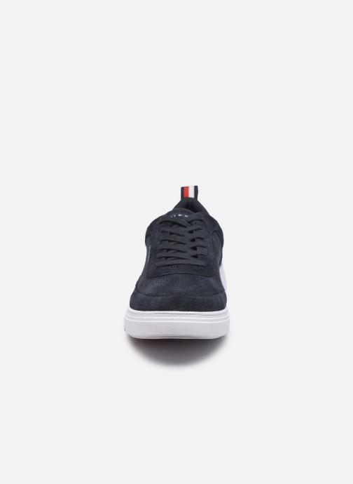 Sneakers Tommy Hilfiger MODERN CUPSOLE PERF SUEDE Azzurro modello indossato