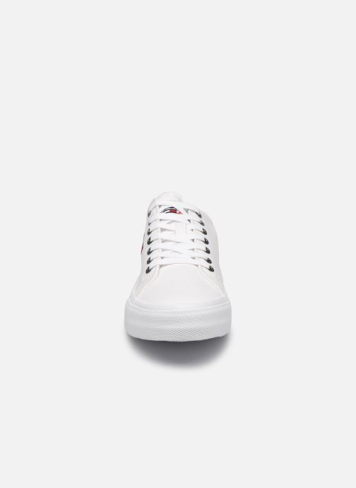 Sneakers Tommy Hilfiger LONG LACE UP VULC Bianco modello indossato
