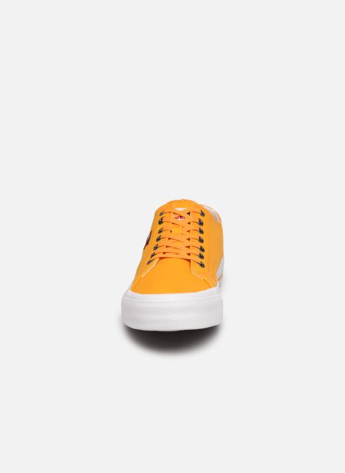 Sneakers Tommy Hilfiger LONG LACE UP VULC Giallo modello indossato