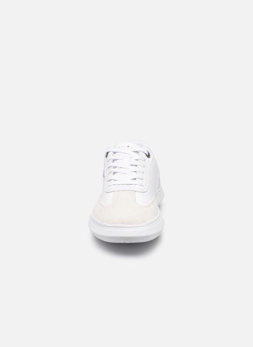 Sneakers Tommy Hilfiger SEASONAL LEATHER MIX CUPSOLE Bianco modello indossato