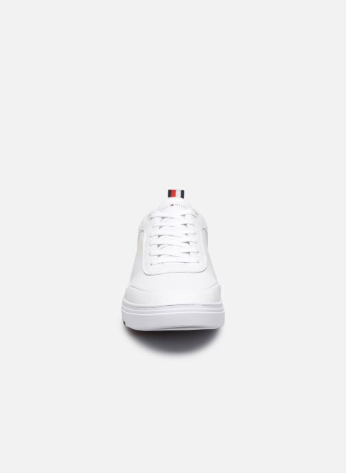 Sneakers Tommy Hilfiger MODERN CUPSOLE LEATHER Bianco modello indossato
