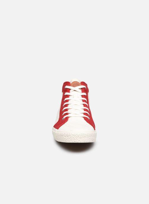 Sneakers Kickers ARVEILER Bianco modello indossato