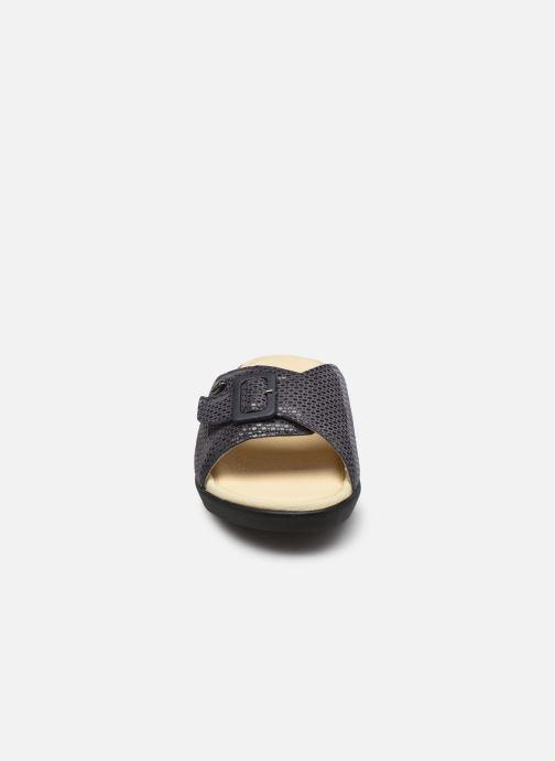 Zoccoli Scholl Mango Nero modello indossato