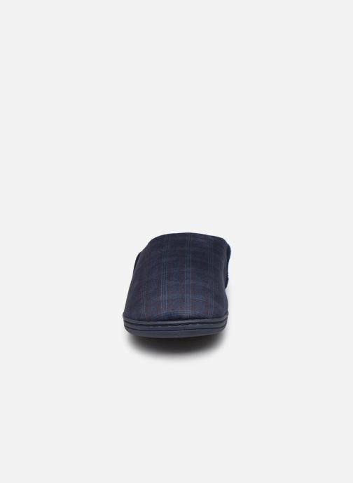 Pantofole Dim D Ciron Azzurro modello indossato