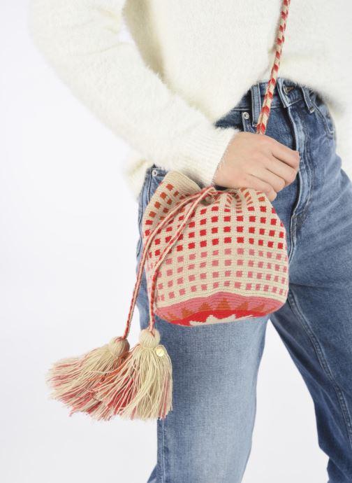 Handtaschen Guanabana Medium Buckect bag Molly rosa ansicht von unten / tasche getragen