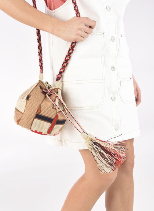 Handtaschen Guanabana Medium Buckect bag Goliath beige ansicht von unten / tasche getragen