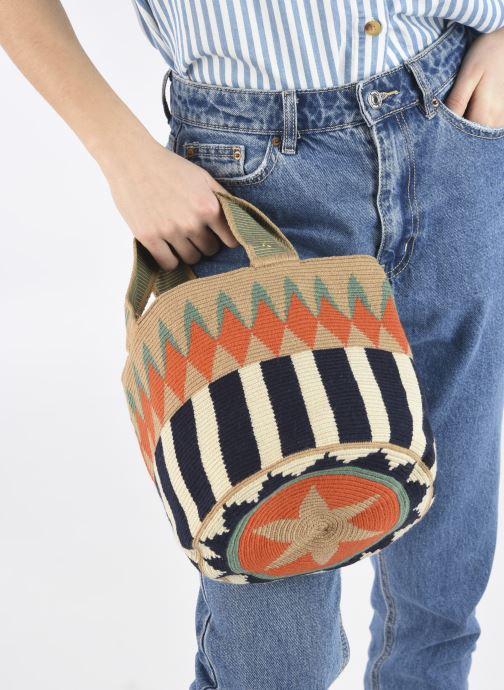 Handtaschen Guanabana Noa Bag Murrel beige ansicht von unten / tasche getragen