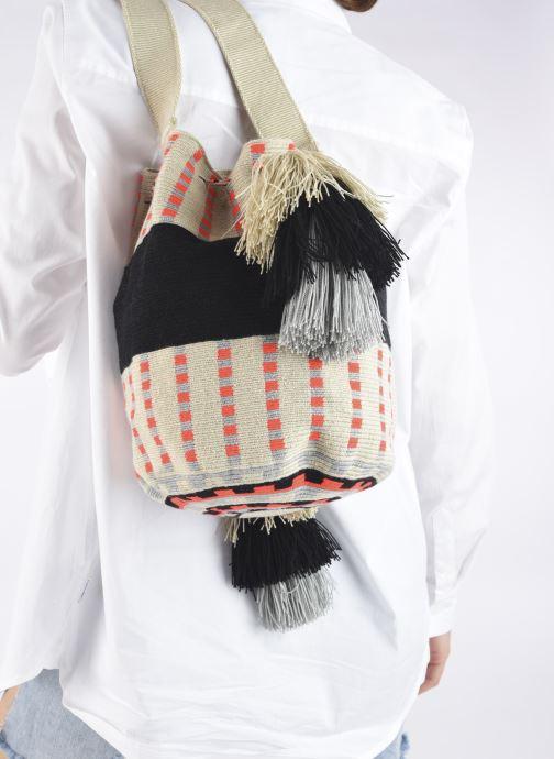 Handtaschen Guanabana Enid Bag Damsel beige ansicht von unten / tasche getragen