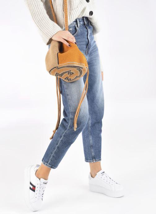 Handtaschen Guanabana Ami Bag Stingray gelb ansicht von unten / tasche getragen