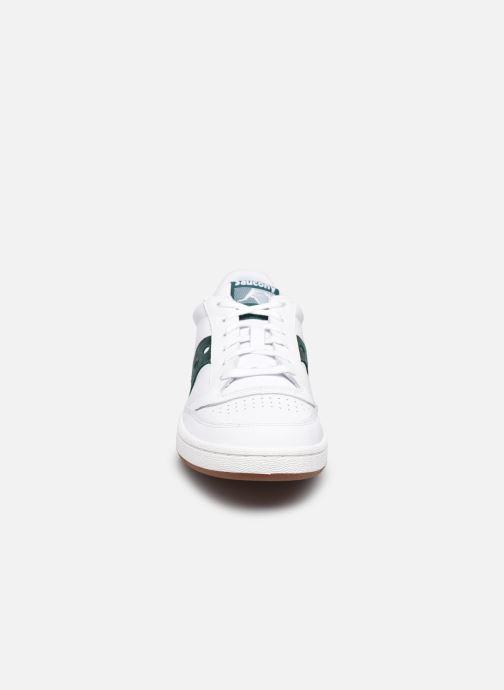 Sneakers Saucony Jazz Court M Bianco modello indossato