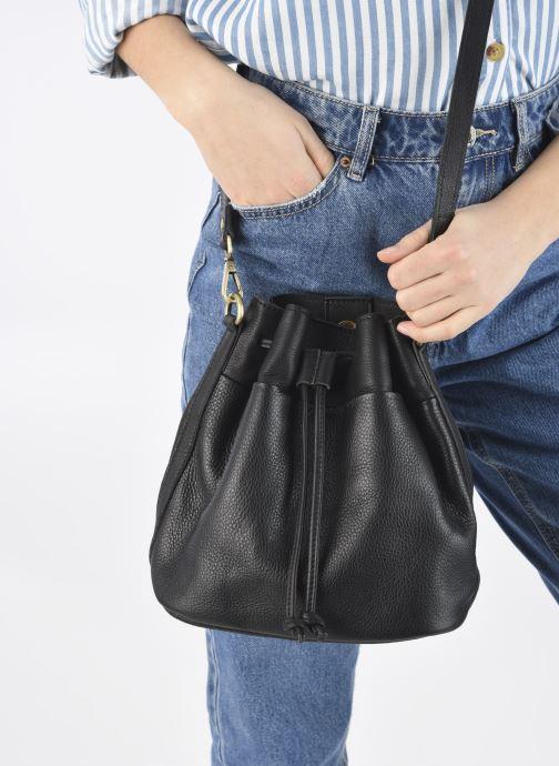 Handtaschen Georgia Rose Madeline schwarz ansicht von unten / tasche getragen