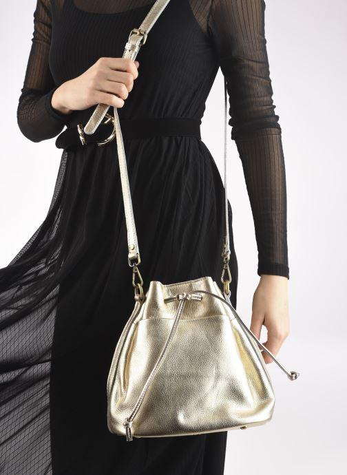 Handtaschen Georgia Rose Madeline gold/bronze ansicht von unten / tasche getragen