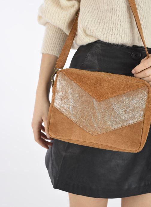 Handtaschen Georgia Rose Mélodie braun ansicht von unten / tasche getragen