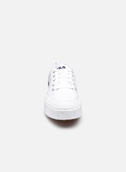 Baskets FILA Sandblast C W Blanc vue portées chaussures