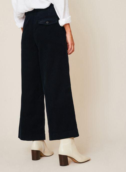 Vêtements Monoprix Femme Pantalon raccourcis velours Bleu vue portées chaussures