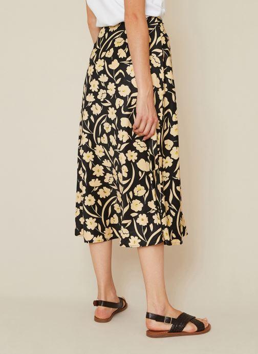Vêtements Monoprix Femme Jupe midi imprimée effet satiné Noir vue portées chaussures