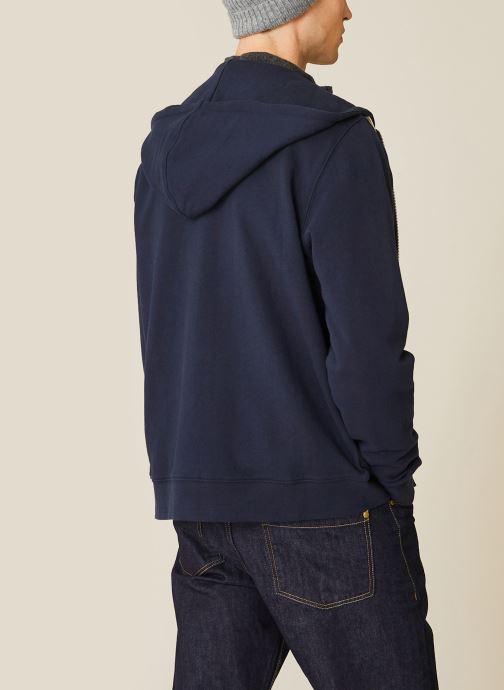Vêtements Monoprix Homme Sweat à capuche en coton BIO Bleu vue portées chaussures