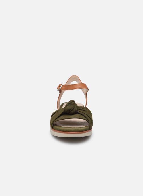 Sandali e scarpe aperte MTNG 50506 Verde modello indossato