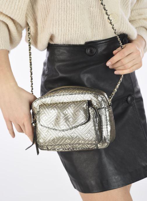Handtaschen Pieces DAINO LEATHER CROSS BODY FC gold/bronze ansicht von unten / tasche getragen