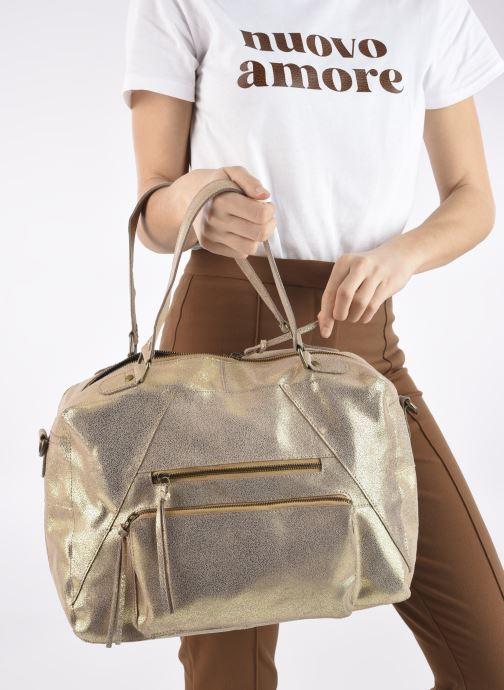 Handtaschen Pieces ANDREA LEATHER DAILY BAG FC gold/bronze ansicht von unten / tasche getragen