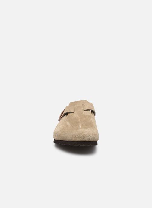 Pantofole Birkenstock Boston Cuir Suede M Beige modello indossato