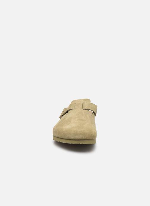 Pantofole Birkenstock Boston Cuir Suede M Verde modello indossato