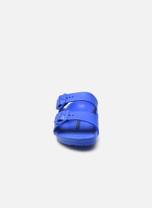 Sandali e scarpe aperte Birkenstock Arizona EVA Azzurro modello indossato