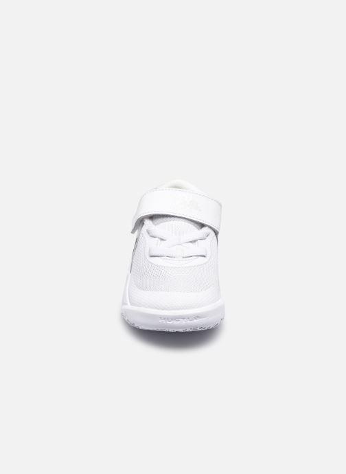 Sneakers Nike Team Hustle D 10 (Td) Wit model