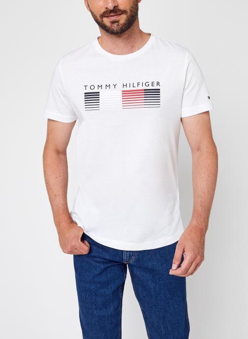 Vêtements Tommy Hilfiger Fade Graphic Corp Tee Blanc vue détail/paire
