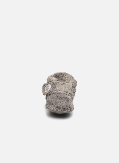 Pantofole UGG BIXBEE Grigio modello indossato