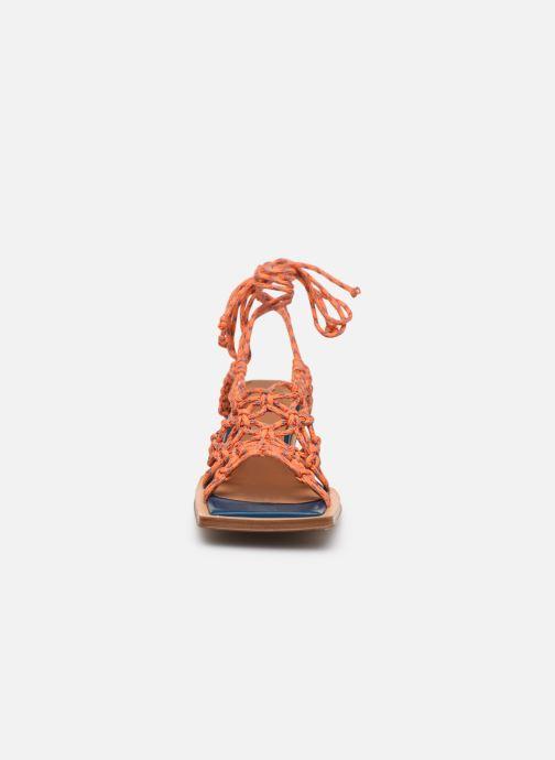 Sandalen Miista Annie orange schuhe getragen