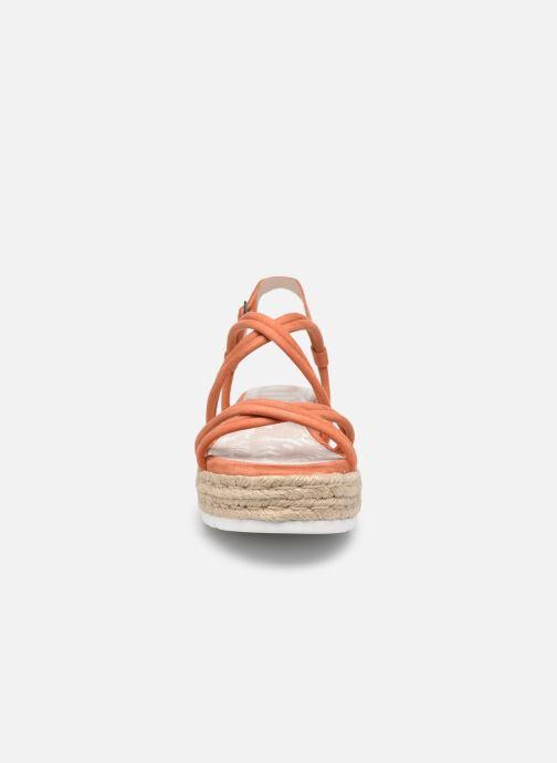 Sandali e scarpe aperte MTNG 50768 Arancione modello indossato