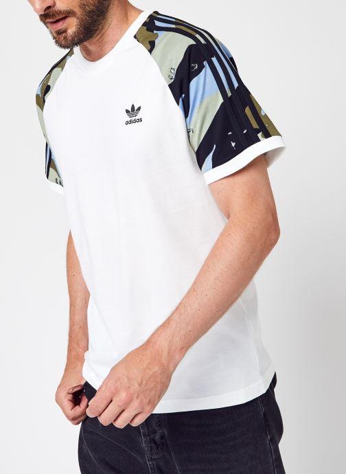 Vêtements adidas originals Camo Cali Tee Blanc vue détail/paire