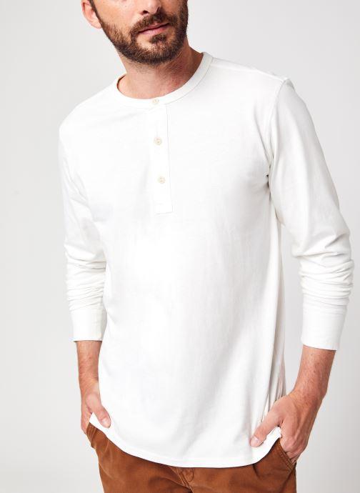 Vêtements Selected Homme Slhbaker Ls Split Neck Tee U Noos Blanc vue détail/paire