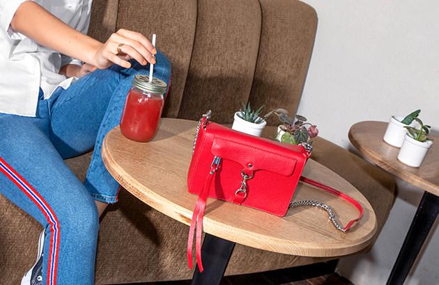 Rote Taschen