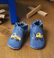 Auswahl Schuhe Stehendes Baby Kinder FS21