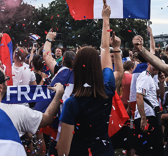 Euro 2020 : quels looks pour supporter les bleus sans prendre de carton ?