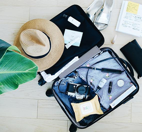 Une destination, un look : je glisse quoi dans ma valise ?