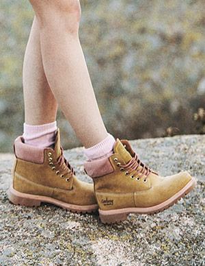 premium selection 13f5f 84094 CoolWay est née en 2003 en Espagne lorsque ses créateurs se sont aperçus  que la mode « chaussures » n avançait pas au même rythme que la mode «  vêtements » ...